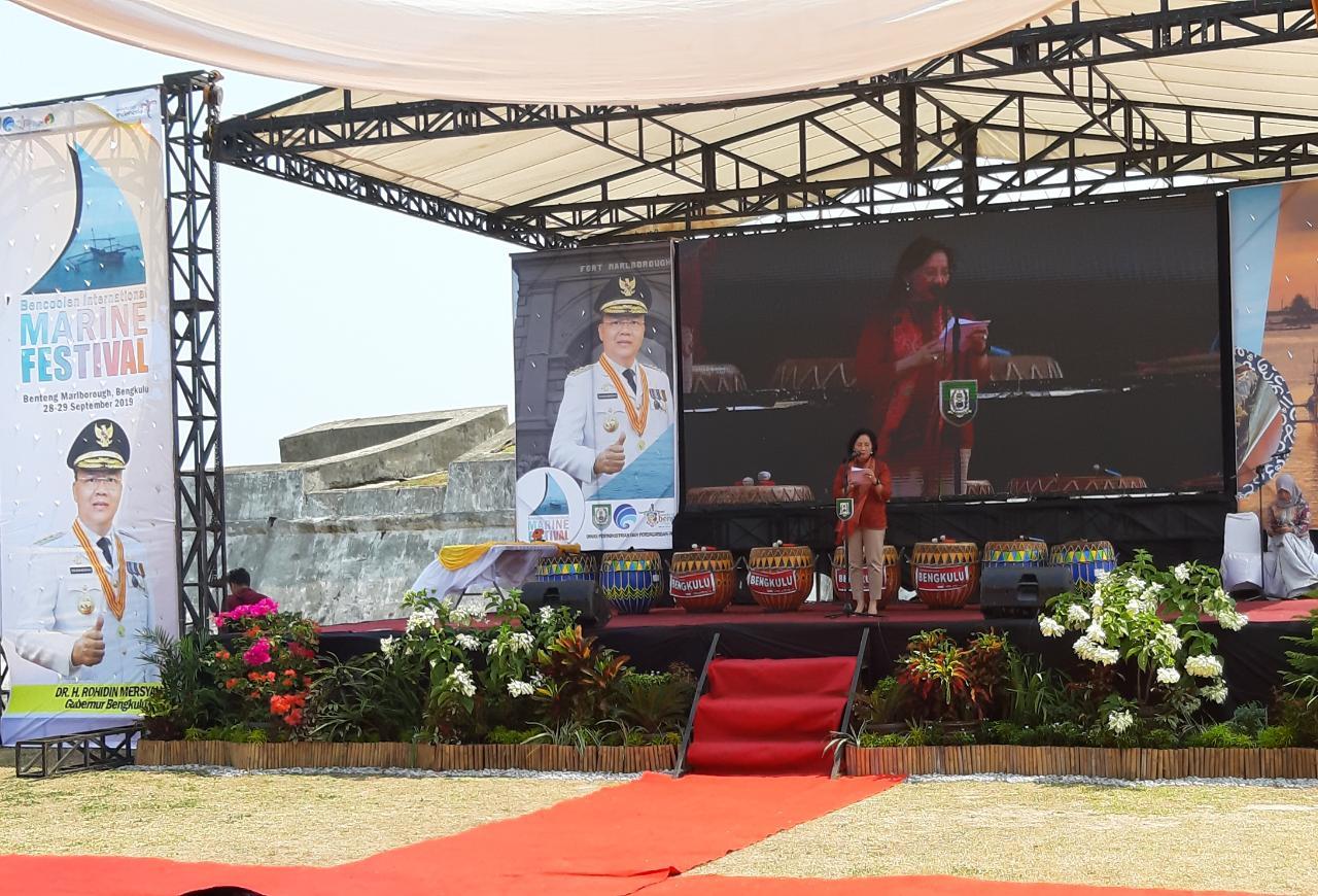 Gati Wibawaningsih saat menyampaikan sambutan Menteri Perindustrian