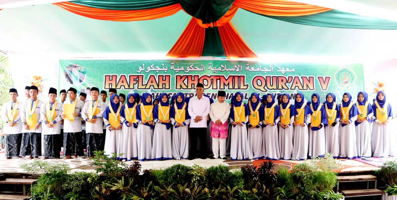 Haflah Khotmil Quran V Mahasantri Penghafal Al Quran Ini Merupakan Kegiatan Rutin Pertahun Khusus Para Penghafal Al Quran Yang Hafalannya Minimal Juz